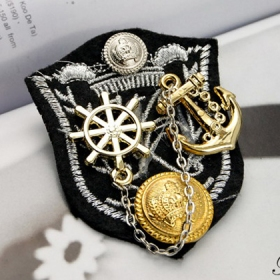 College Style Fashion Anchor Brooch for Ladies