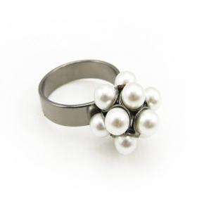 Simple Pearl Chic Band Ring