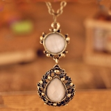 Vintage Palace Feel White Gems Hollowed Chain Necklace